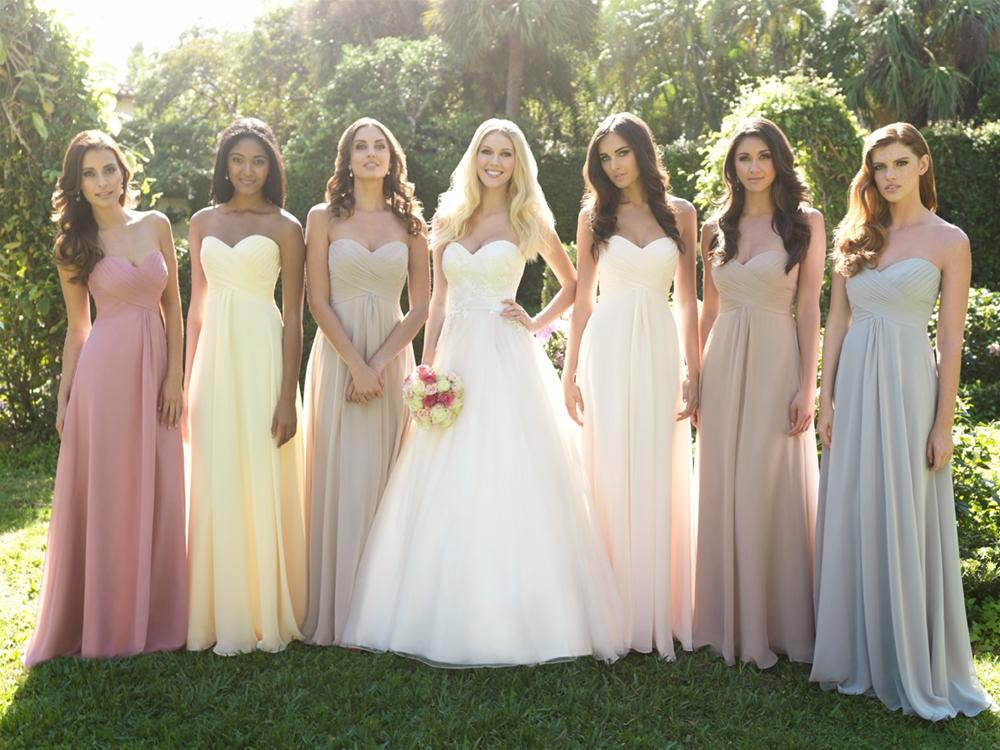 あなたは何色が良い?お勧めのカラーウェディングドレスをご紹介!のサムネイル画像