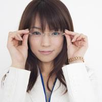 いまどきのメガネはオシャレアイテム!女性のメガネまとめ!のサムネイル画像