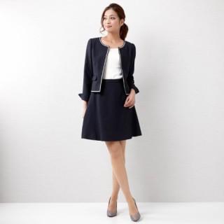 女性にピッタリなスーツとそのスーツの選び方をご紹介します!のサムネイル画像