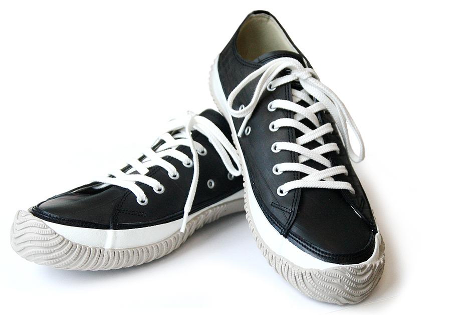 スニーカーをドレスアップ♪靴ひもの結び方の種類と結び方のまとめのサムネイル画像