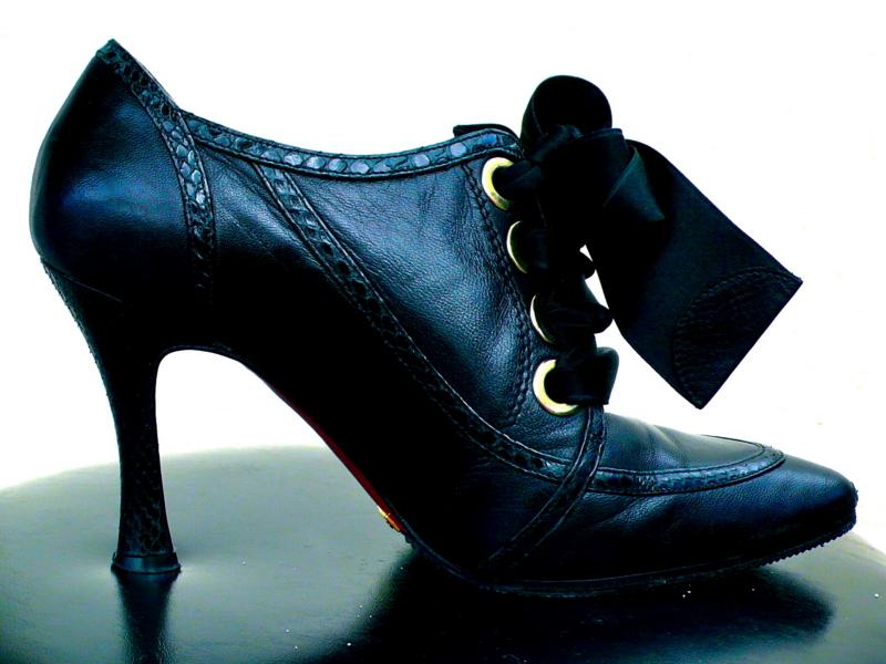 意外と気にしてない?靴の嫌な臭いを消す、消臭方法まとめ!のサムネイル画像