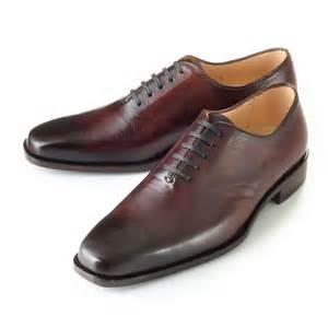 着こなしの決め手は靴にあり!家庭でできる革靴のお手入れ磨き方のサムネイル画像