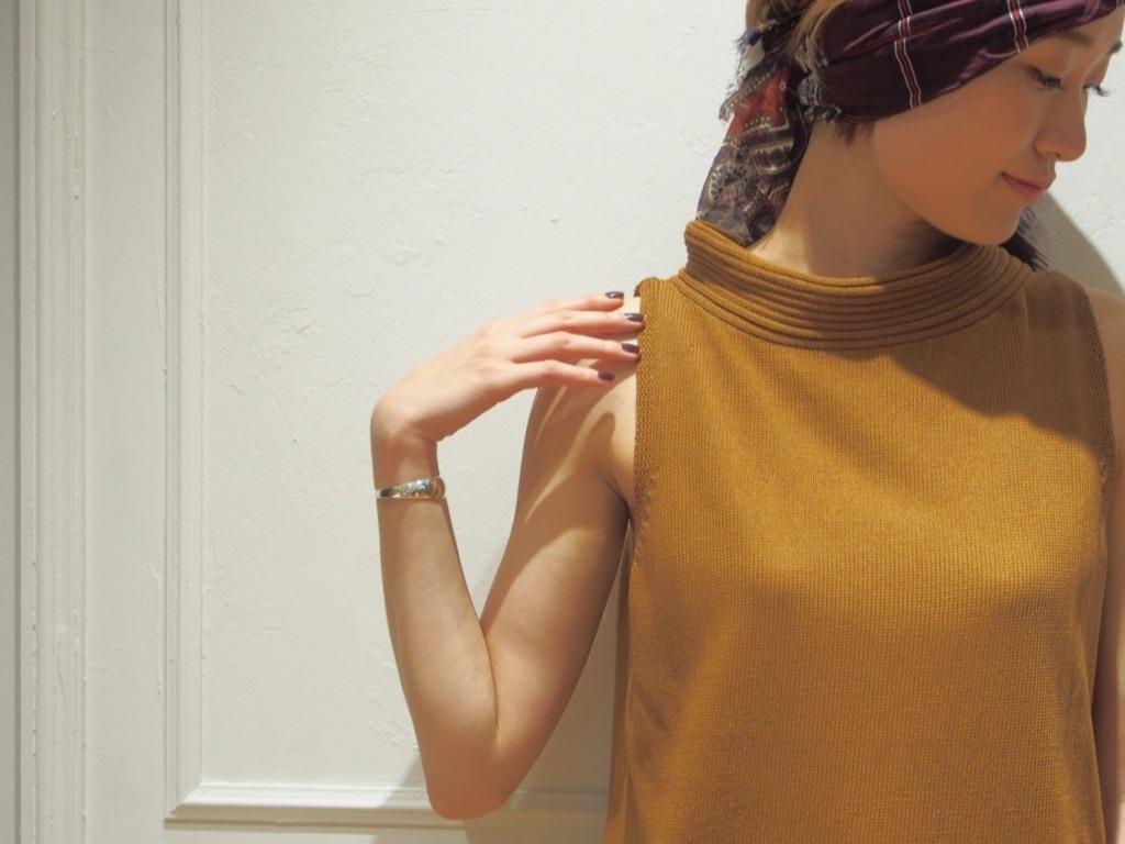 この秋着たい!タートルネック×ノースリーブニットは大人可愛い万能アイテム♡のサムネイル画像
