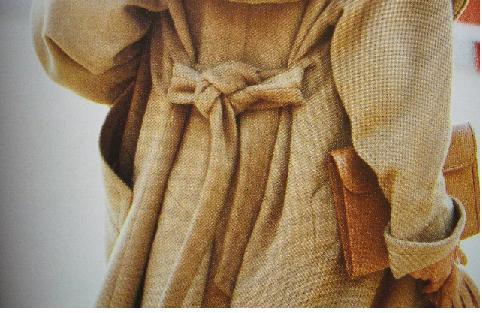 トレンチコートの紐はアレンジするとおしゃれ♥アレンジの仕方!!のサムネイル画像