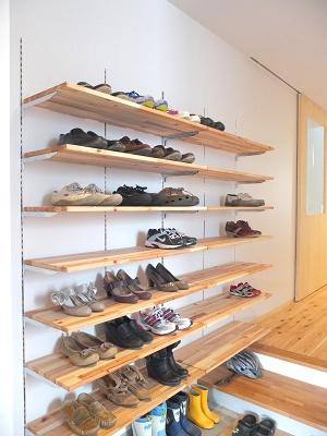 お気に入りの靴は手作り棚でスッキリ収納&ディスプレイしよう!のサムネイル画像