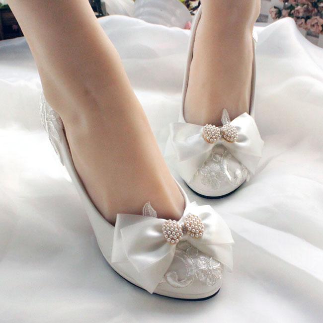 結婚式に似合うおしゃれなヒール靴をいろいろご紹介します!のサムネイル画像