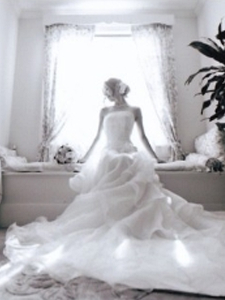 【リサイクルドレス】~お得に美しく素敵なウェディング...♡~のサムネイル画像