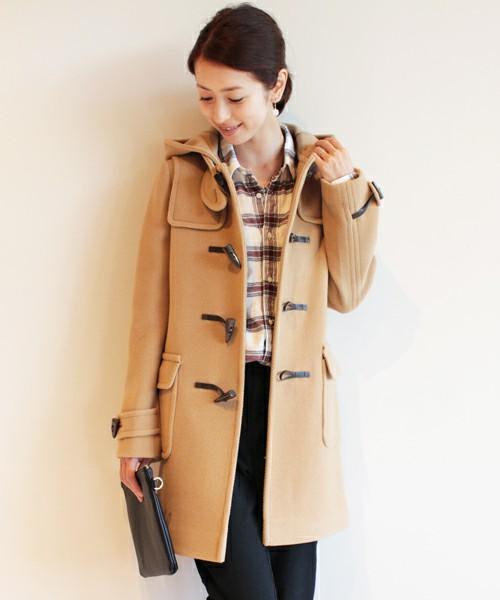 大人っぽく、そして可愛らしく!ベージュのコートのコーディネート集のサムネイル画像