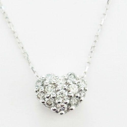 クリスマス限定ジュエリーからダイヤモンドのネックレスをチェックのサムネイル画像