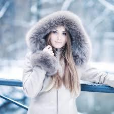 大人可愛いコートが欲しいなら!フード付きコートで決まり!!のサムネイル画像