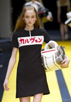 日本語がキテる!今話題の個性的な文字入りtシャツが魅力的。のサムネイル画像