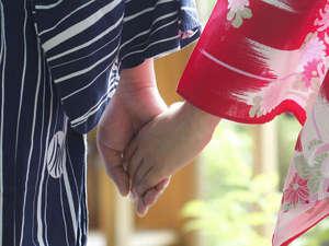 思わず羨ましくなっちゃう素敵な浴衣姿のカップルを見つけたのサムネイル画像