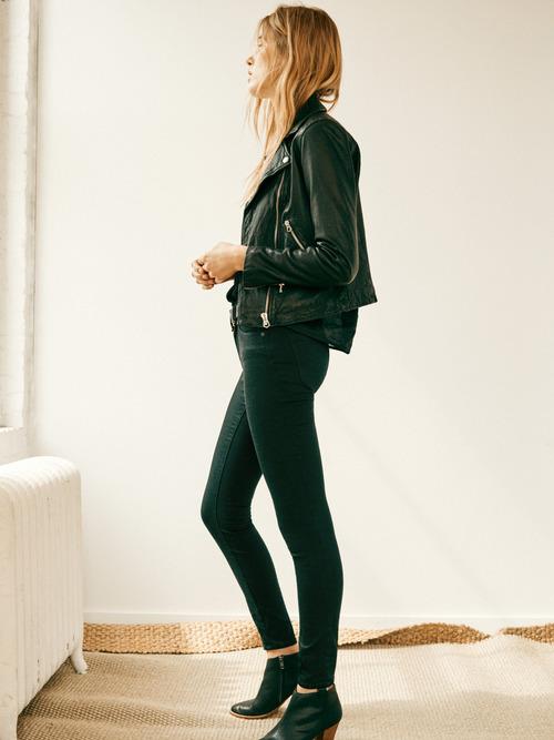 革ジャンをサラッと着こなして 媚びない大人女子のコーディネートにのサムネイル画像