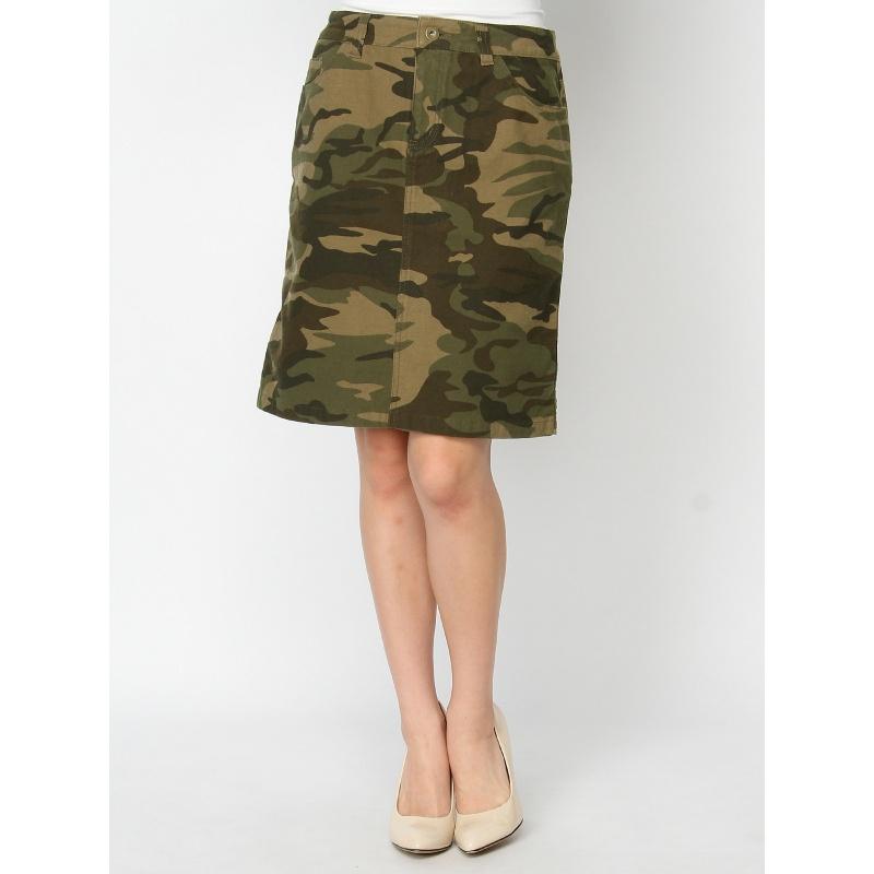 オシャレママ必見!大流行中の迷彩スカートを使ったママコーデ特集のサムネイル画像
