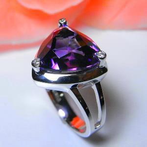 アメジストの指輪で、安らぎを?出会いを?~運を開きましょう!のサムネイル画像