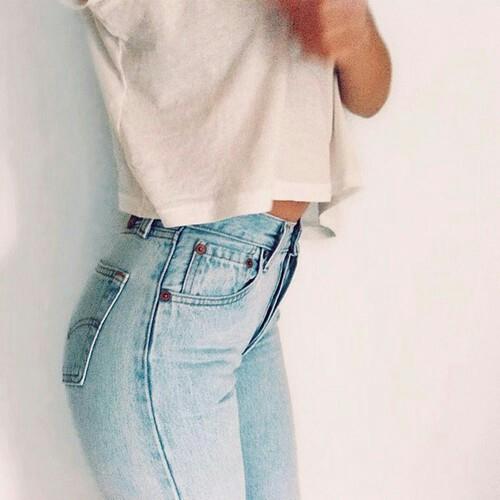 年中無休でコーデに使えるファッションアイテム『デニムスキニー』のサムネイル画像