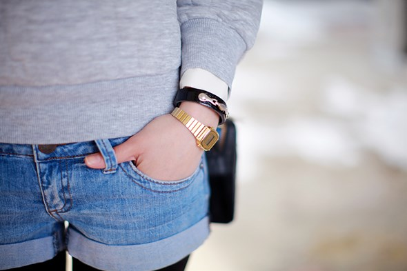 冬のショートパンツコーデはカラータイツと靴がポイントです!のサムネイル画像