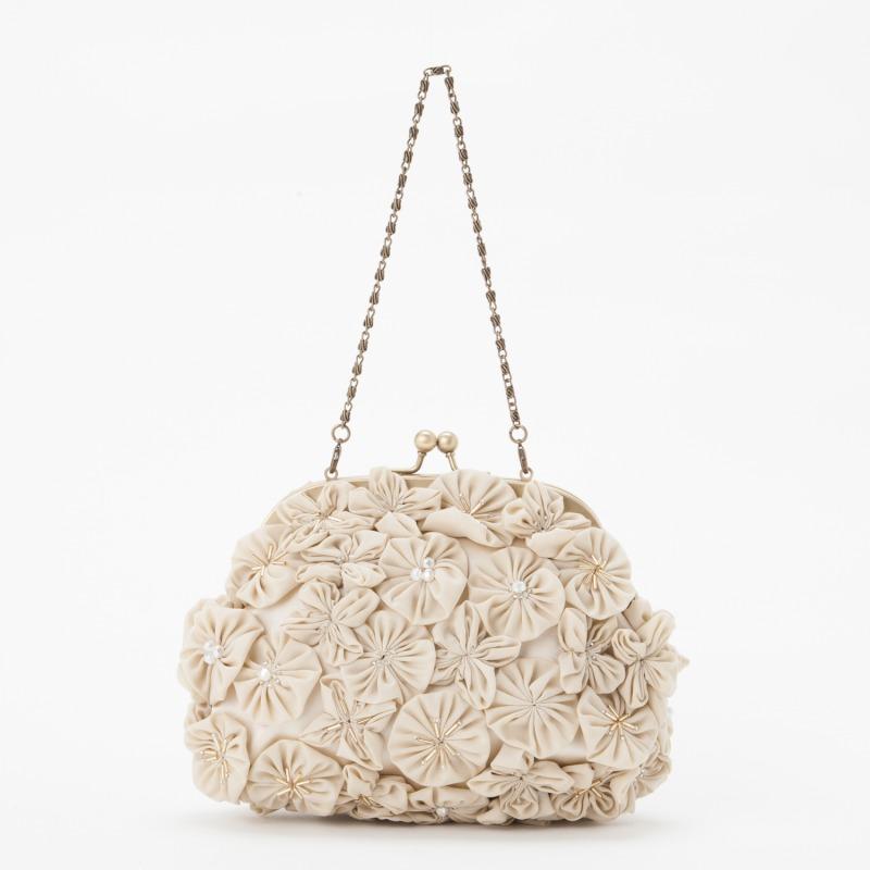 結婚式に持っていくフォーマルバッグは、どんなデザインが人気?のサムネイル画像