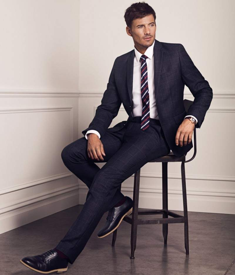 色々な場面で活躍するスーツ。どんなスーツスタイルが人気?のサムネイル画像