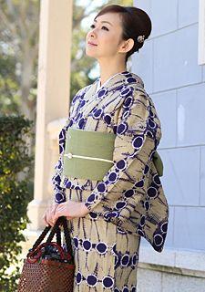 浴衣を半襟でオシャレに!いつもの浴衣で上級者の着こなしを楽しむ。のサムネイル画像