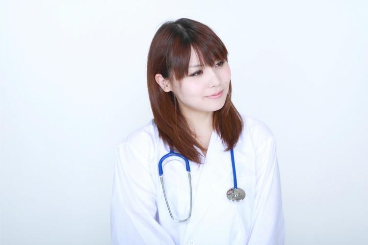 お医者様もおしゃれしたい!!お仕事着の白衣もおしゃれに♪のサムネイル画像