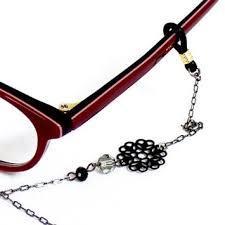 オシャレな眼鏡チェーンをご紹介!エレガントなデザインがおすすめ!のサムネイル画像