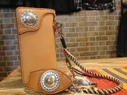 ジーンズによく似合うアメカジの長財布と二つ折り財布をご紹介!のサムネイル画像