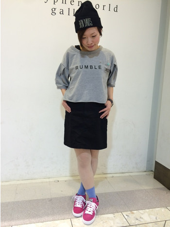 黒のタイトスカートは可愛くもカッコよくもなれる万能アイテム!のサムネイル画像