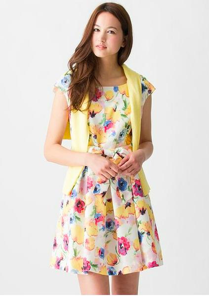 この春マネしたくなる、キュートでオシャレな花柄ワンピースコーデのサムネイル画像