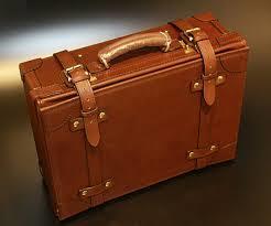 ご紹介するトランクは革製のトランクとトランク型キャリーバッグ!のサムネイル画像