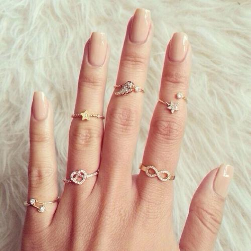あなたはしてますか?指先をキレイ魅せてくれるおしゃれな指輪☆のサムネイル画像