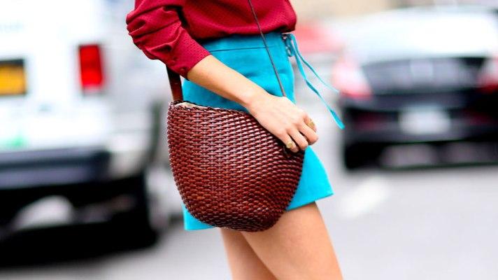 大人な女性にぴったりなミニスカートを使ったコーデをご紹介します!のサムネイル画像
