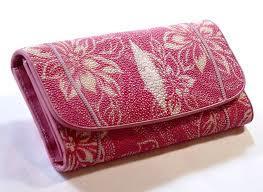 エイ革を使った財布をご紹介!高級革素材のスティングレイ!のサムネイル画像