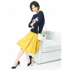 春夏は元気な色をコーデに入れたい!黄色のスカートコーデを紹介!のサムネイル画像