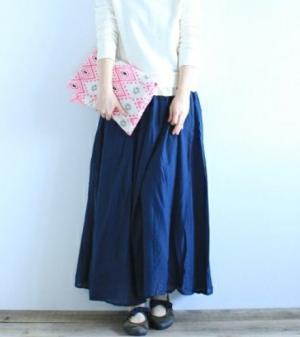 カラー別で見る!マキシ丈ロングスカートを使ったコーデをご紹介!のサムネイル画像