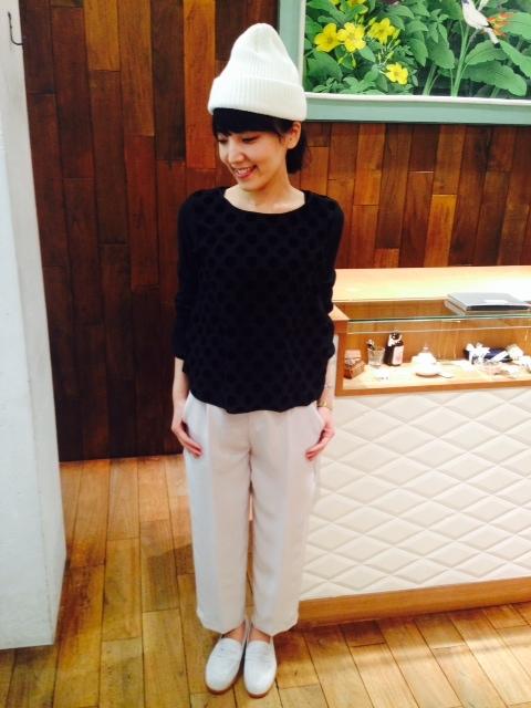 おしゃれな白のニット帽で寒い冬を乗り越えよう☆人気のニット帽は?のサムネイル画像