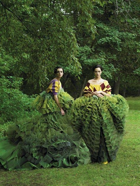 半透明人間!森に溶け込む3D迷彩レディースオートクチュールのサムネイル画像