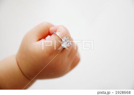 指輪をする場所によって意味がある!その意味、信じる?信じない?のサムネイル画像