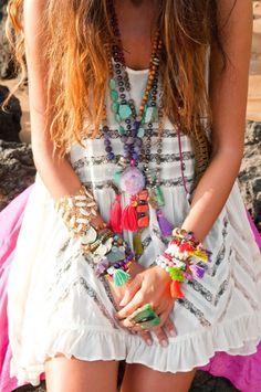 個性を発揮!レディース♡エスニックファッション!柄×柄がトレンドのサムネイル画像