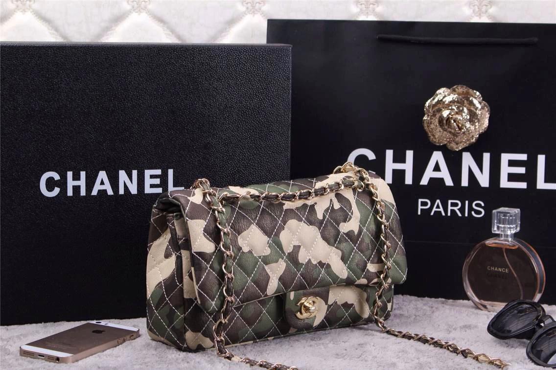 【迷彩柄アイテム】CHANELの迷彩柄バッグと迷彩柄ジャケットのサムネイル画像