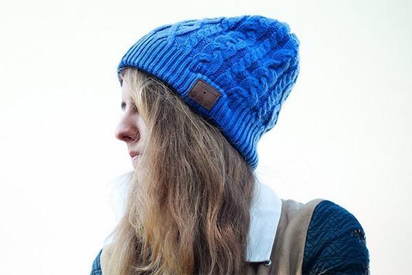 いつものファッションにニット帽をプラスして元気ガールコーデにのサムネイル画像