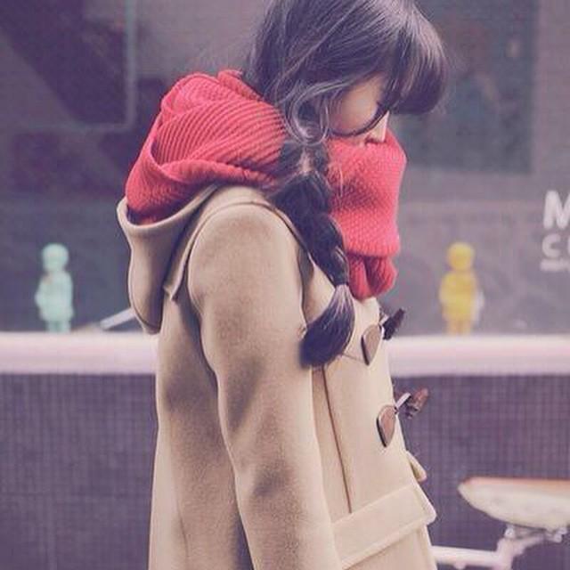 赤マフラーがキテる☆女の子らしくてかわいいアイテムは赤しかない♪のサムネイル画像