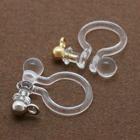 樹脂タイプのイヤリングで痛くならずに耳元もオシャレしよう!のサムネイル画像