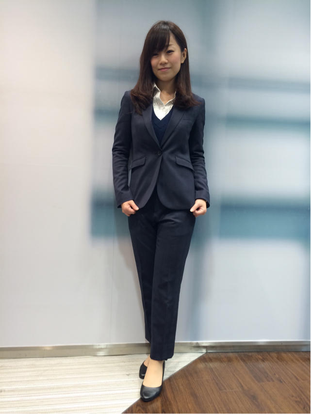 バッチリ決まったスーツコーデで大人女子の着こなしを目指そうのサムネイル画像
