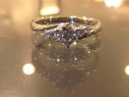エンゲージリングをご紹介!おすすめは人気のダイアモンドリング!のサムネイル画像