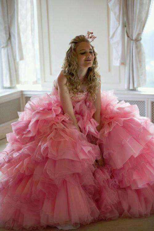 究極の乙女カラー!ピンクのカラードレスで世界一可愛い花嫁さんに♡のサムネイル画像