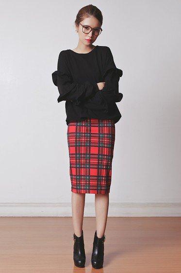 チェックタイトスカートでクラシカルな大人可愛いコーデに♡のサムネイル画像
