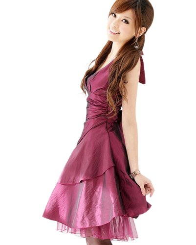女性の結婚式の服装をご紹介します。どんな服装のデザインが人気?のサムネイル画像