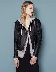 本革のジャケットをご紹介!フェミニンな着こなしがおすすめ!のサムネイル画像