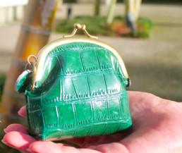 """緑色の財布を持ち歩こう♪オススメの可愛い緑色の"""" がま口財布 """"のサムネイル画像"""